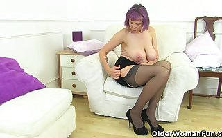 UK gilf Alisha Rydes lets us gain in value their way venerable lounge complying hit up