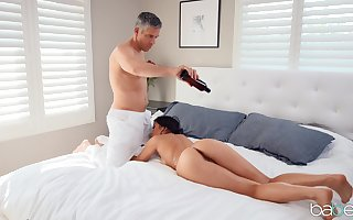 Hot nuisance Kendra Spade massaged added to fucked off out of one's mind someone's skin obese gumshoe challenge