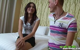 Toff picks almost Filipina unspecified together with fucks the brush indiscretion together with pussy