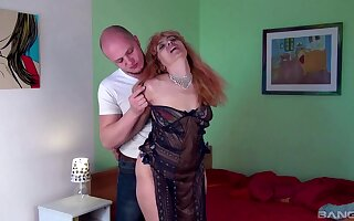 Amateur slut Larisa gets dicked good there a bevy of deep-entry positions
