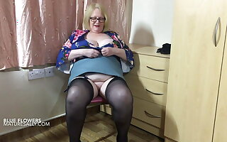 Sally ties her tits with her stockings